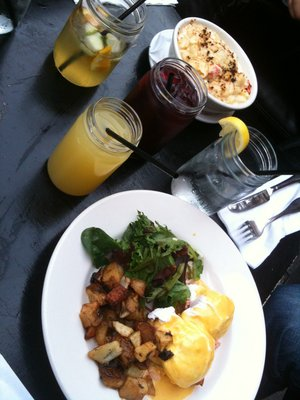 Brunch-eggs-cocktails