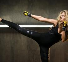 Fitness-model-kick-3