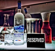 Bottle-service-table02