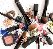 Be-creative-make-up-visuals_-crushed-products-white-1024x682
